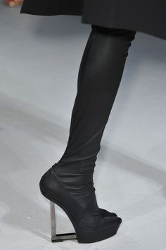 Gareth Pugh Spring 2014 Repinned by www.fashion.net