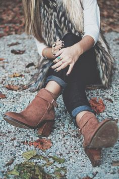 Fur vest + white 3/4-sleeve shirt + dark skinnies + ankle booties