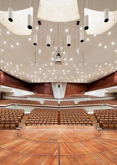 Berliner Philharmonie, Berlin - Photographed by Mattias Hamrén Hall Design, Theatre Design, Church Design, Wall Cladding Designs, Hans Scharoun, Hall Wallpaper, Theatrical Scenery, Concert Hall, Concert Venues