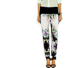 """Just Cavalli Floral Cropped Stretch Trousers Size 6. 35"""" waist. 10"""" rise. Inseam is 29"""". Size 42 (US 6) Just Cavalli Pants Ankle & Cropped"""
