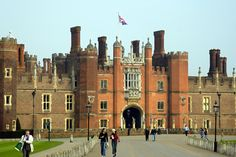 I had to drive past here a couple times a week! :D Hampton Court Palace, Kingston-upon-Thames England Ireland, London England, East Molesey, Ghost World, Kingston Upon Thames, Palace London, Hampton Court, Interesting Buildings, Window Film