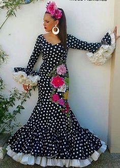 Traje de flamenca negro u blanco
