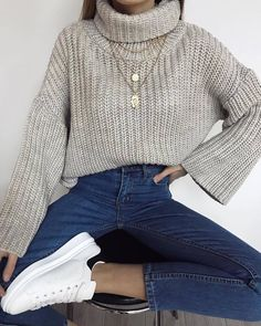 50 Trendy And Comfortable Spring Sweater Outfit Ideas You Should Copy Right Now - Page 31 of 50 - Cute Hostess For Modern Women - Trendy And Comfortable Spring Sweater Outfit Ideas You Should Copy Right Now; Comfortable Winter Outfits, Cute Comfy Outfits, Stylish Outfits, Winter Fashion Outfits, Look Fashion, Autumn Outfits, Spring Outfits, Winter Sweater Outfits, Big Sweater Outfit
