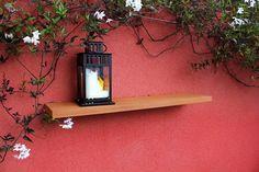 Tablette sur fixation invisible Bois rouge exotique, Sapelli Réalisé à Nantes par l'Atelier Languin (menuiserie) #menuiserie #tablette #deco #aménagement #extérieur #photophore #étagère