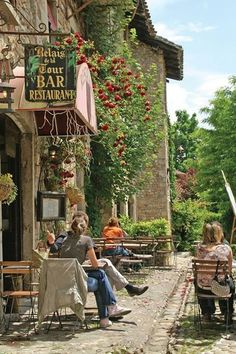 'Relais de la Tour' Bar, Restaurant~ France