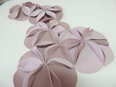 New Origami Pattern Fashion Fabric Manipulation Ideas Fabric Manipulation Tutorial, Fabric Manipulation Techniques, Textiles Techniques, Useful Origami, Origami Easy, Origami Patterns, Flower Patterns, Origami Techniques, Fabric Origami