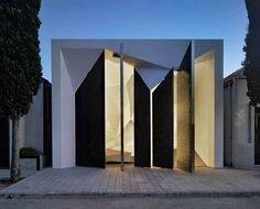 Modern Faceted Mausoleums The Panteon Nube Looks like a Contemporary Ice Cave