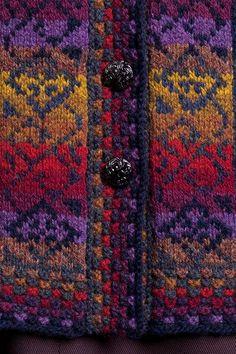 Catherine of Aragon hand knitwear design by Jade Starmore from the book Tudor Roses Fair Isle Knitting Patterns, Fair Isle Pattern, Knitting Charts, Knitting Stitches, Free Knitting, Sock Knitting, Knitting Machine, Punto Fair Isle, Crochet Wool