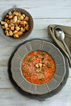 Supă cremă de morcovi și ardei cu cașcaval și crutoane | Bucate Aromate Chana Masala, Curry, Ethnic Recipes, Foods, Food Food, Curries, Food Items