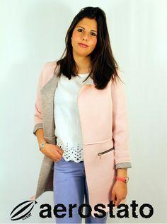 Estrenando la semana desde Ronda!!!  recibiendo esta chaqueta que tanto os gusta¡¡¡ Disponible en rosa, gris, celeste, amarillo, verde.... también tenemos la camiseta en blanco y azul. ¿Quieres la tuya? #look #fashion #style #jacket #shirt #jeans #rondaciudadsoñada#
