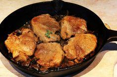 Необходими продукти:  5-6 бр свински пържоли от врат,плешка или котлети  1-2 стръкчета мащерка  чер пипер  200гр п...