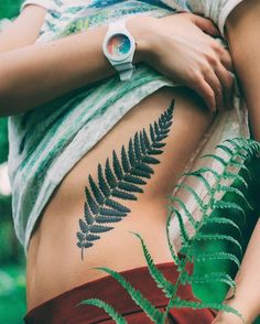 HOW COOL! Real tattoo for 1 year: the new ephemeral tattoo - Tattoo Ideas & Trends Bff Tattoos, Pin Up Tattoos, Forearm Tattoos, Future Tattoos, Sleeve Tattoos, Tatoos, Lower Belly Tattoos, Stomach Tattoos, Tummy Tattoo
