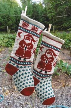 Annies Traditional SANTA Knitting Pattern Skill Level: Intermediate Basic Skills Necessary: *Knit in the round with circular needles *Knit Knitting Help, Knitting Kits, Knitting Yarn, Knitting Ideas, Knitted Christmas Stocking Patterns, Knitted Christmas Stockings, Magical Christmas, Christmas Crafts, Santa Christmas