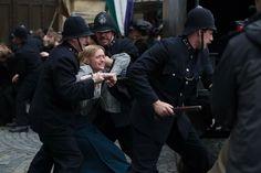 """Violet (Anne Marie Duff) wird bei einer Demonstration gewaltsam abgeführt. """"Suffragette - Taten statt Worte"""" könnt ihr ab Februar 2016 im Kino sehen! #suffragette #kino"""