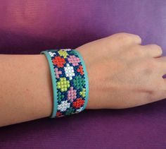 Bekijk dit items in mijn Etsy shop https://www.etsy.com/listing/235338947/cross-stitch-bracelet-embroidered-cuff