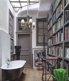A bathroom for the books. | Photo: Jean-François Jaussaud; Design: Christian Astuguevieille