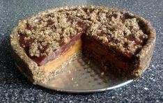 Nepečený makový dortík s karamelem a švestkami Agar, Banana Bread, Cheesecake, Desserts, Food, Tailgate Desserts, Deserts, Cheesecakes, Essen