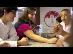 Professora eleva taxas de alfabetização com novo método  Revista Educação