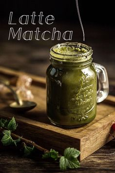 Gorgeous shot of delish latte matcha😍🤤 Organic Green Tea, Green Tea Powder, Matcha, Latte, Healthy Snacks, Delish, Mason Jars, Fragrance, How To Make
