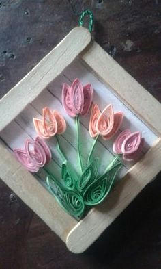 Tulips for Easter, quilling, Popsicle stick craft Neli Quilling, Paper Quilling Cards, Quilled Roses, Paper Quilling Flowers, Paper Quilling Patterns, Origami And Quilling, Quilled Paper Art, Quilling Craft, Popsicle Stick Art