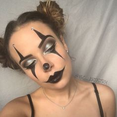 Easy last minute DIY Halloween make up, pretty, clown. Good idea for a fast Halloween costume! halloween Easy DIY Last Minute Halloween Costumes That'll Make You Score - Twins Dish Halloween Makeup Clown, Halloween Makeup Looks, Easy Clown Makeup, Clown Costume Diy, Halloween Halloween, Halloween Makeup Last Minute, Clown Face Makeup, Halloween Parties, Circus Makeup