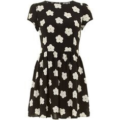 Dorothy Perkins Alice & You Black daisy print tee dress (400 ARS) ❤ liked on Polyvore featuring dresses, vestidos, robes, short dresses, black, black tee shirt dress, t shirt dress, mini dress, short fitted dresses and black t shirt dress