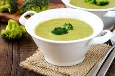 Vegetarian broccoli cream soup in a white bowl on rustic wooden kitchen table Stock Photo Brocoli Soup, Cream Of Broccoli Soup, Salami Recipes, Cream Soup Recipes, Cooking Recipes, Healthy Recipes, Butternut Squash Soup, Soup And Sandwich, Strawberries