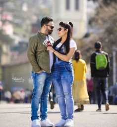 Gur Indian Wedding Couple Photography, Wedding Couple Photos, Couple Photography Poses, Pre Wedding Poses, Pre Wedding Shoot Ideas, Pre Wedding Photoshoot, Couple Photoshoot Poses, Couple Posing, Best Couple Pictures