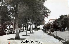 Fotos de Morelia, Michoacán, México: LADO ORIENTE DE LA PLAZA Hacia 1937