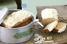 Banana cake with cream cheese icing. This fete favourite brings together fresh banana cake and cream cheese frosting. Lemon Cream Cheese Icing, Cake With Cream Cheese, Cream Frosting, Buttermilk Recipes, Banana Recipes, Easy Baking Recipes, Cooking Recipes, Vegetarian Cooking, Drink Recipes