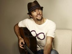 Jason Mraz is just really cute and seems like a relaxed and fun guy love him. :3