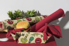 Descubre la colección Deep Woods al completo en www.lamallorquina.es Gift Wrapping, Gifts, Cushions, Winter, Gift Wrapping Paper, Presents, Gifs, Gift Packaging, Present Wrapping
