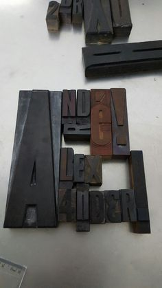 Montagem de arte gráfica combinando os nomes de André e Alexander para a disciplina de Tipografia.