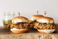 Mom's Crispy Oven Baked Chicken Sandwich (or Air Fryer!) - - Corn flake crusted chicken tenders, baked or air fried until crispy between a grilled roll with mayonnaise and a pickle. Oven Baked Chicken Tenders, Crispy Baked Chicken Thighs, Crispy Baked Chicken Wings, Oven Baked Chicken Parmesan, Crusted Chicken, Sriracha Chicken, Chicken Sandwich Recipes, Burger Recipes, Eat This
