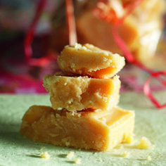 Fudge eli pehmeä kermakaramelli on ihana herkku. Fudge, Home Food, Christmas Candy, Sweet Tooth, Sweet Treats, Recipies, Pudding, Favorite Recipes, Sweets