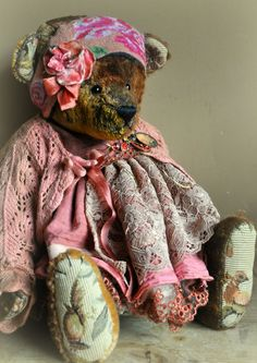 Gypsy teddy bear♥.....(such an absolutely BEAUTIFUL vintage bear! i love everything about her!)....