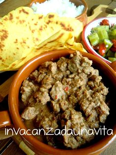 chili con carne e tortillas