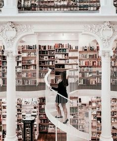Now thats a bookstore Bookshelves Ideas bookstore Library Beautiful Library, Dream Library, Library Books, Library Bedroom, Bookshelves In Bedroom, Photo Library, Future House, My House, Home Libraries