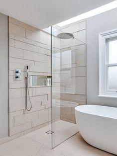 Eine moderne, türlose Duschkabine im Badezimmer A modern, doorless shower cubicle in the bathroom Minimalist Bathroom Design, Bathroom Interior Design, Modern Interior, Interior Architecture, Bad Inspiration, Bathroom Inspiration, Small Bathroom, Modern Bathroom, Master Bathroom