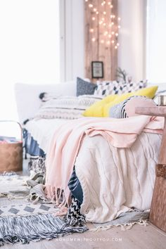 Every home needs a cosy place like this. Blankets and pillows can't be enough in a house!