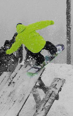 Awesomw snowboarding #snowboarding #sport #snow #blueprint http://www.blueprinteyewear.com/