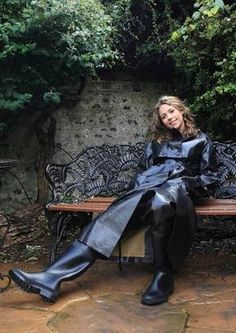 Black raincoat and waders Black Raincoat, Pvc Raincoat, Capes, Imper Pvc, Catsuit, Wellies Rain Boots, Rainy Day Fashion, Rubber Raincoats, Country Wear