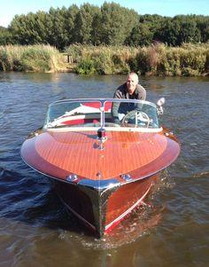 #Riva Super Florida 434 1960   Nicht vergessen Jubiläumsmesse und Grosse Feier am 30. April und 1 Mai! Attraktionen, Snacks und Super Sonderangebote   Schweizer Bootshändler Caminadawerft für Neu- und Gebrauchtbode  #sanktgallen #thun #lugano #biel #neuchatel #sion #sanktgallen #neuchatel #biel #Bielersee #LagoMaggiore #ägerisee #Walensee #motorboat #motorboote #werft #bootswert #schweiz #suisse #svizzera #switzerland Riva Boot, Chris Craft Boats, Runabout Boat, Classic Wooden Boats, Boat Pose, Vintage Boats, Old Boats, Aluminum Boat, Speed Boats