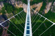 Ponte de vidro Tianmenshan, em Zhangjiajie, China