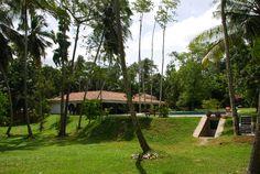 Villa Sepalika - Villa et piscine depuis le contrebas et entrée du local technique