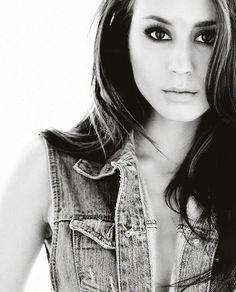 troian bellisario from pretty little liars - spencer's the best and she's so pretty too!