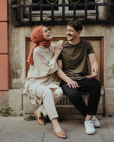 Pre Wedding Poses, Wedding Picture Poses, Pre Wedding Photoshoot, Wedding Ideas, Couple Style, Cute Muslim Couples, Cute Couples, Muslim Couple Photography, Wedding Photography