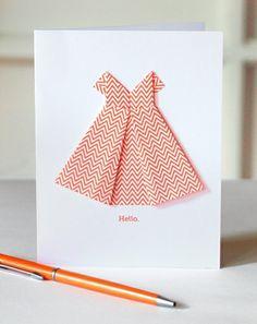 Cómo hacer una tarjeta con un vestido de origami