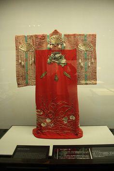 Edo period shrine priestess kimono in the Edo Museum, Tokyo Japanese Outfits, Japanese Fashion, Japanese Clothing, Japanese Textiles, Japanese Patterns, Japanese Fabric, Japanese Design, Art Textile, Vintage Kimono