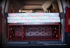 Hoy os presento un nuevo modelo de cama para furgo,   en este caso para una  Peugeot Partner Tepee .     Buscando en este caso el aprovech...
